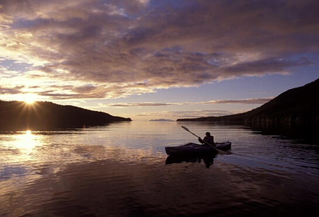 andrew-kayaking-at-sunset-in-Alaska